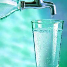 es-mejor-tomar-agua-del-grifo-que-agua-mineral